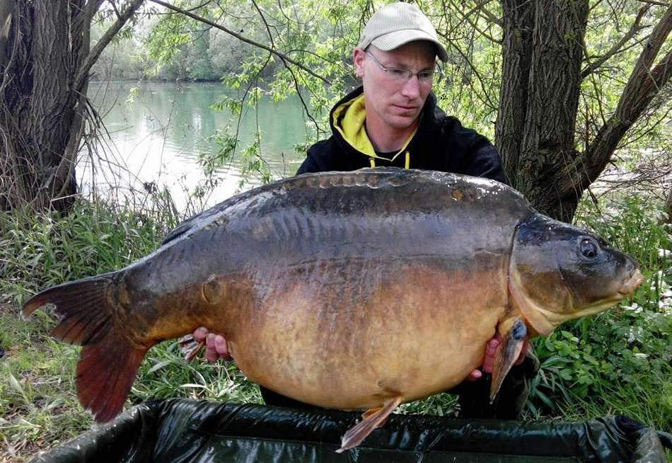 Carp fishing holidays France with accommodation