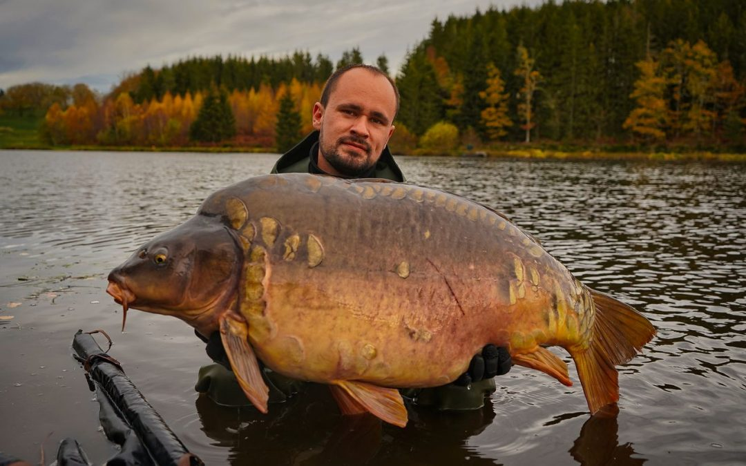 Persat lake : a secluded lake with carp to over 60lb and all the facilities you could wish for